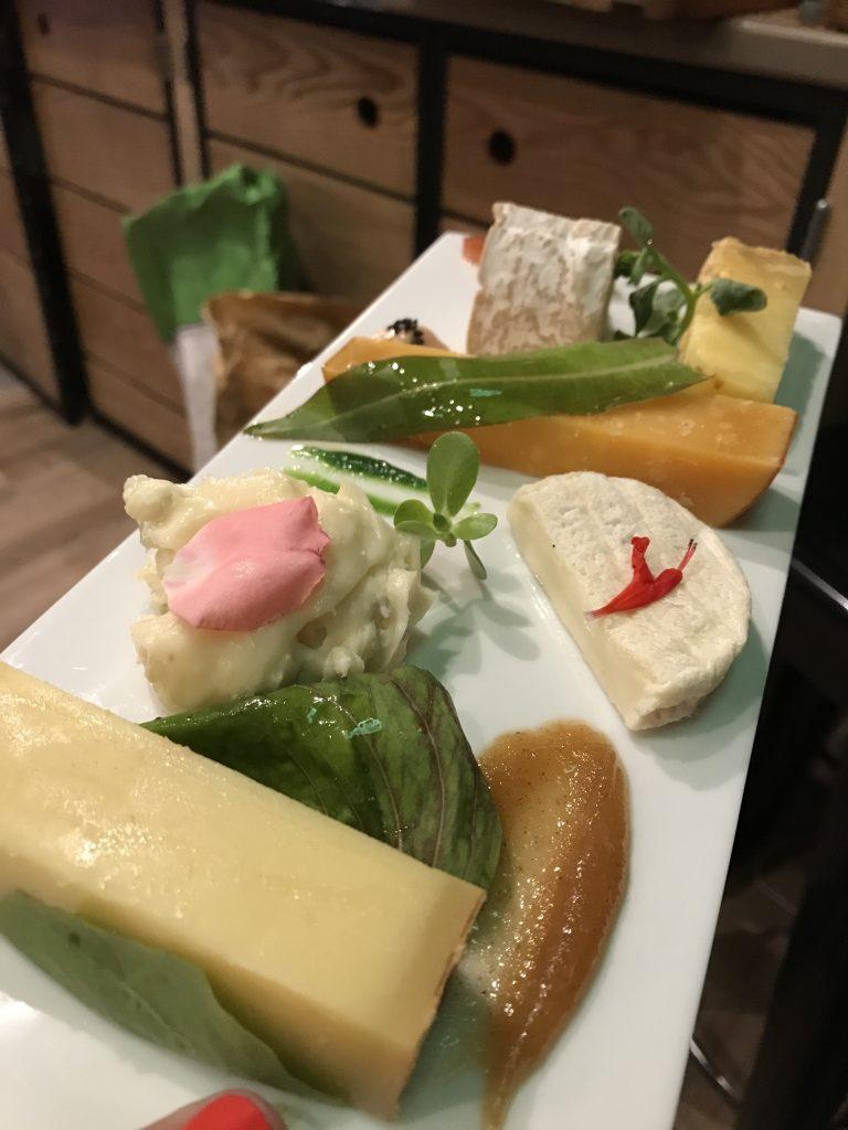 plateau de fromage et condiment surprise
